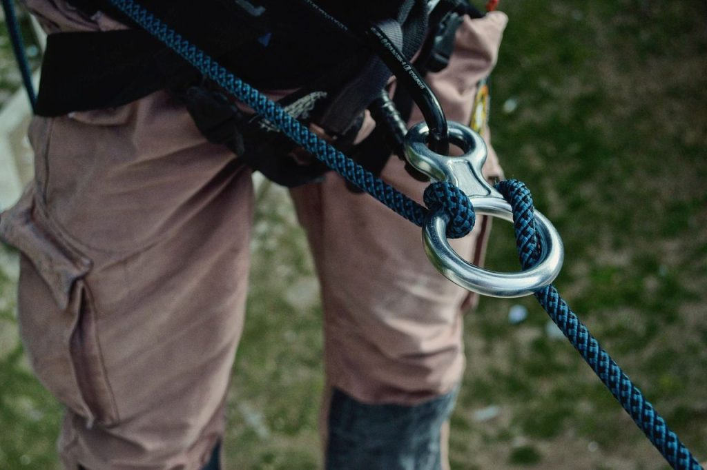 belay device with a rope around it