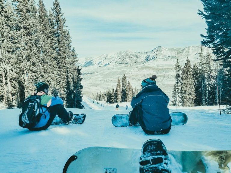snowboarding-people-sitting-landscape-view