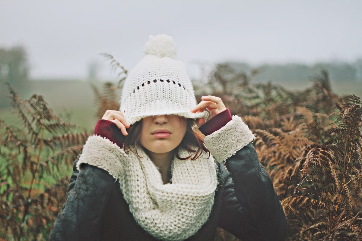 woman-cold-beanie-cover-face-winter-clothes