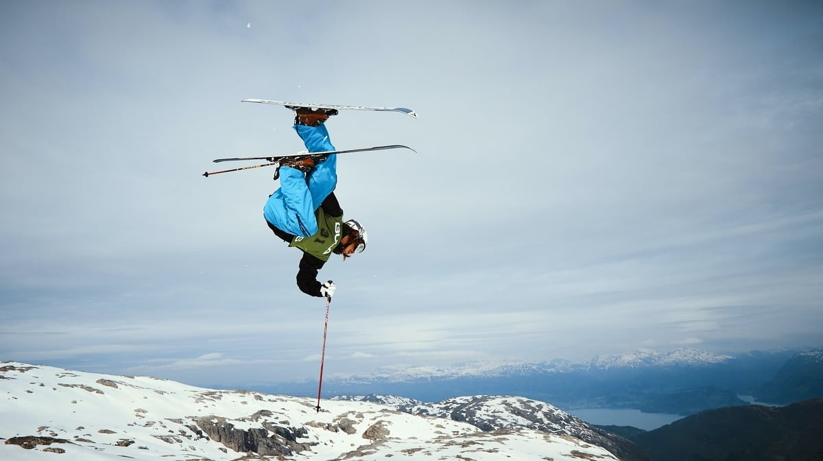 person doing stunts while skiing