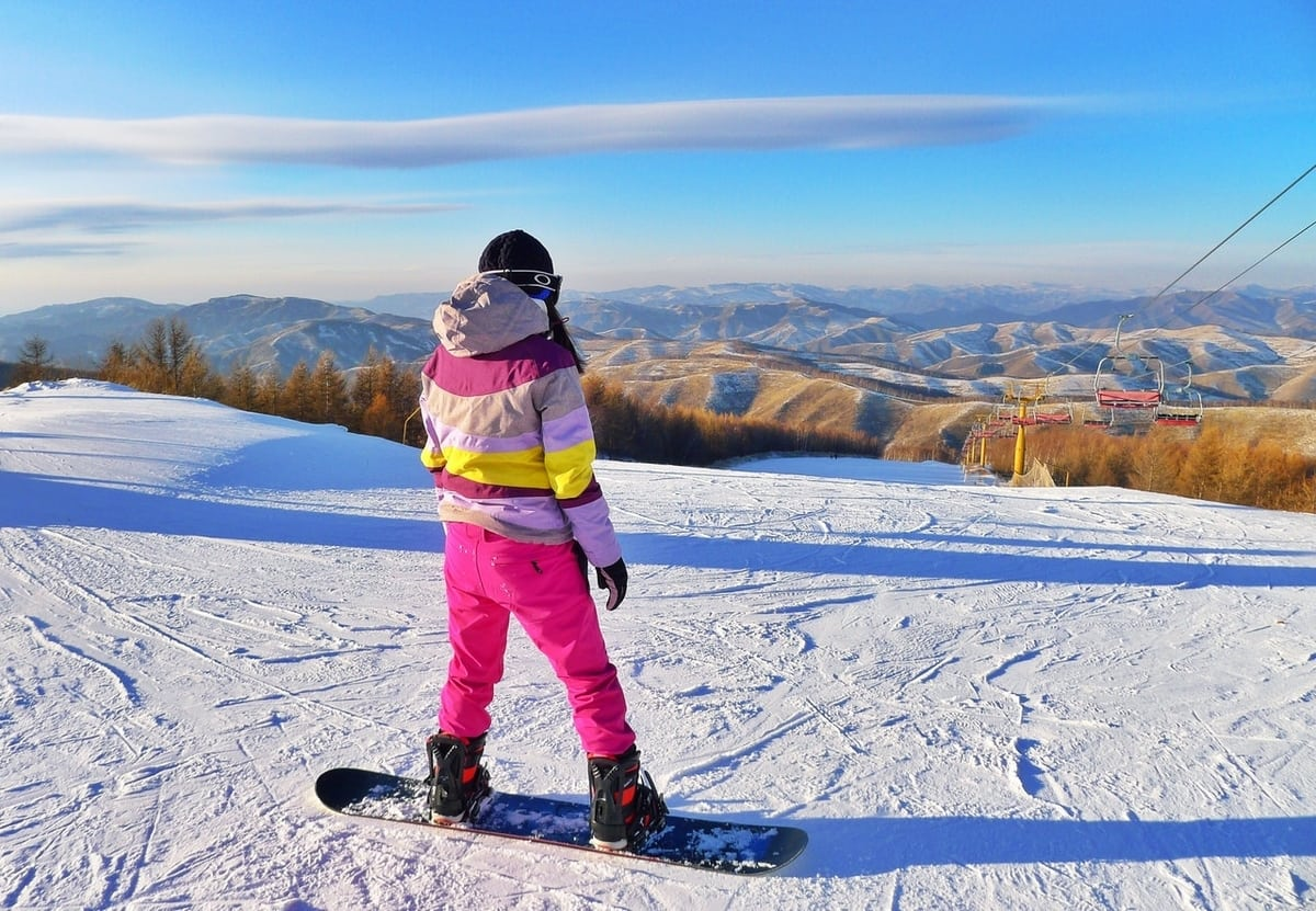 snowboarder-looking-at-view