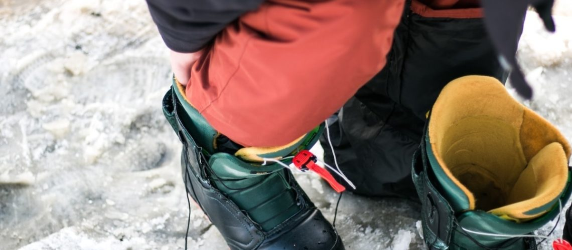 ma-putting-on-snowboard-boots